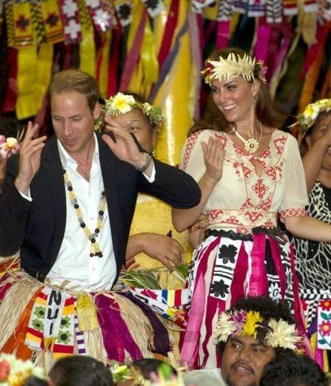 prince william, kate middleton, duchess, tauvalu, diamond jubilee tour, Far east, dance, grass skirt, ganpati, ganapati