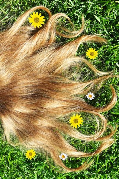 How to get rid of dandruff naturally (because it happens to the best of us!)